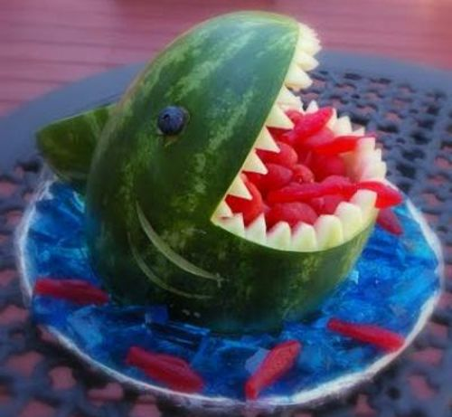 Акула из арбуза